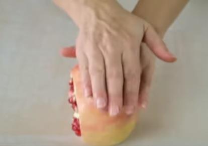 come aprire un melograno
