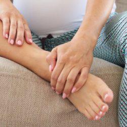 piedi e mani gonfie