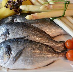 come eliminare l'odore di pesce dalle mani