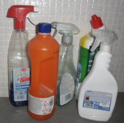 come preparare un detergente domestico naturale